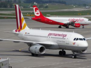 2013-05-06_Airbus_A319_of_Germanwings_and_Airbus_A320_of_Air_Berlin_at_ZRH